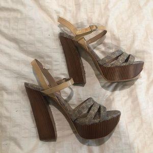 👠Vince Camuto heels